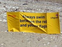 Ruptura do vento das salvas-vidas na praia em Bridlington Reino Unido Imagem de Stock