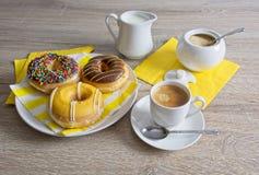 Ruptura e filhóses de café fotografia de stock royalty free