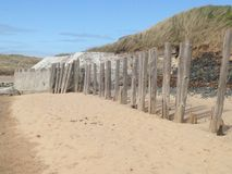 Rupturas da onda, praia de Rhosneigr, Anglesey Imagem de Stock
