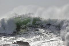 Rupture de la vague verte Photos libres de droits
