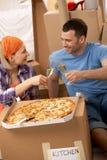 Rupture de pizza à la maison mobile Image libre de droits