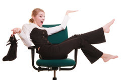 Rupture de travail Femme d'affaires détendant sur la présidence Images stock