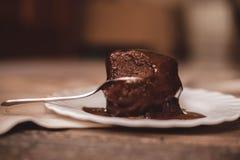 Rupture du 'brownie' de chocolat image stock