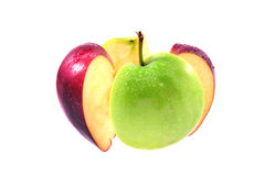 Rupture verte et rouge de pomme sur le fond blanc Photo libre de droits