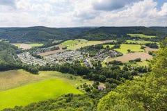 Rur Vallei het Kamperen Plaats Hetzingen in Eifel, Duitsland Royalty-vrije Stock Foto's