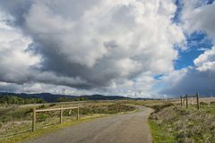 Rural country road. With big cloudy sky Royalty Free Stock Images