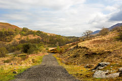 Rural gravel road in Scottish Highlands, West Highland Way. Beau Royalty Free Stock Photos