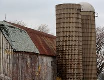 Rural Illinois Barn and Silos. This barn is in rural Illinois and has a pretty badly rusted roof and old, dilapidate silos Royalty Free Stock Photography