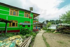 Rural life in himalayas - a himachali traditional house in sainj valley in front of Himalayas royalty free stock photos