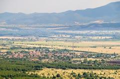 Rural-pueblo en el pie de las montañas balcánicas, Bulgaria imagen de archivo libre de regalías
