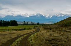 Rural road to mountains Royalty Free Stock Photos