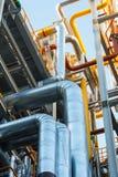 Rurociąg rafinerii izolacja przy strefą przemysłowa i fabryka zdjęcia royalty free