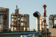 Rurociąg rafinerii izolacja przy strefą przemysłowa i fabryka fotografia royalty free