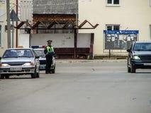 Rus de inspecteur-politieagent op de weg Stock Afbeeldingen