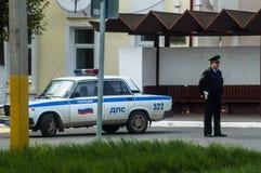 Rus de inspecteur-politieagent op de weg Royalty-vrije Stock Foto's