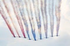 Rus die su-25 vliegtuigen opleiden bij airshow Stock Fotografie