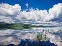 Rus, Primorye, mooi zonnig meer Royalty-vrije Stock Fotografie