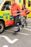 Rusa den oskarpa paramedicinska lastbilen för bärbara apparater för enhet arkivbild