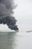 Rusa fartyget på brand i Tarakan, Indonesien Royaltyfri Foto