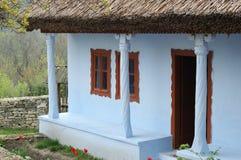 rusar det moldavian gammala taket för huset traditionellt Royaltyfri Fotografi