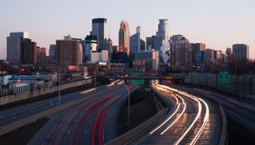 Rush Hour Minneapolis Minnesota Skyline. MINNEAPOLIS, MINNESOTA/UNITED STATES – March 27: The highway carries rush hour commuters in and out of downtown at Stock Images