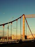 Rusia - Arkhangelsk - río septentrional de Dvina - puente de Solombala en la salida del sol Fotos de archivo