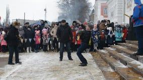 Rusia, Chaplygin, el 18 de febrero de 2018, adiós del día de fiesta de Ranenburg A al carnaval ruso del invierno almacen de video