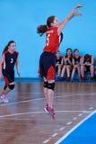 Rusia, Izhevsk - 26 de abril de 2017: Equipo de baloncesto femenino que juega al juego Imagen de archivo