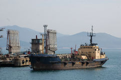 Rusia. La estación de petróleo en el puerto de Nakhodka Fotografía de archivo