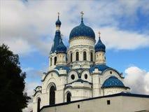 Rusia, los suburbios de St Petersburg, la ciudad de Gatchina, el 16 de septiembre, año 2017, en la foto la catedral del Intercess Fotografía de archivo libre de regalías