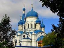 Rusia, los suburbios de St Petersburg, la ciudad de Gatchina, el 16 de septiembre, año 2017, en la foto la catedral del Intercess fotos de archivo