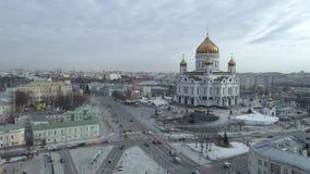 Rusia, Moscú, Cristo la catedral del salvador, tiroteo del aire, día, invierno 4K del Kremlin almacen de video