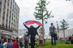RUSIA, MOSCÚ - 12 de junio, calle de Tverskaya Imagen de archivo libre de regalías