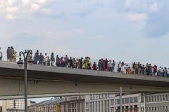 Rusia, Moscú, el 4 de agosto de 2018, parque de Moscú Zaryadye, puente, editorial fotos de archivo