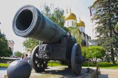 Rusia, Moscú, el 2 de mayo de 2011 - el Kremlin, cañón del zar Fotos de archivo