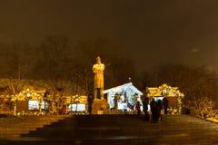 Rusia, Moscú, enero 7, 2016 - calles de la ciudad de la noche de la Navidad, fes Imágenes de archivo libres de regalías