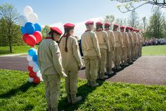 Rusia, Moscú, puede, 07 2018: Los cadetes militares del ` s del movimiento del ` joven del ejército del `, participando en evento Foto de archivo libre de regalías