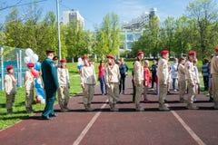 Rusia, Moscú, puede, 07 2018: Los cadetes militares del ` s del movimiento del ` joven del ejército del `, participando en evento Foto de archivo