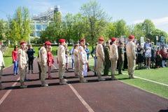 Rusia, Moscú, puede, 07 2018: Los cadetes militares del ` s del movimiento del ` joven del ejército del `, participando en evento Fotografía de archivo