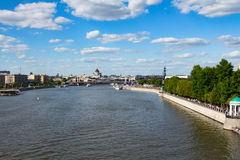 06/12/2015 Rusia Moscú Vista del terraplén de la Moscú Foto de archivo libre de regalías
