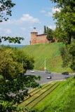 RUSIA, NIZHNY NOVGOROD: Torre antigua en las colinas verdes Foto de archivo libre de regalías
