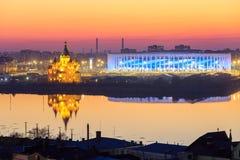 RUSIA, Nizhny Novogorod - abril de 2018: Vista del estadio de Nizhny Novogorod, construyendo para el mundial 2018 de la FIFA en R fotos de archivo libres de regalías