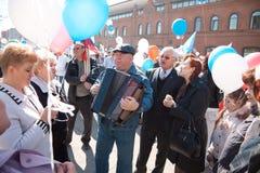 RUSIA, PENZA - 1 DE MAYO: Demostración del día de mayo Imagen de archivo libre de regalías