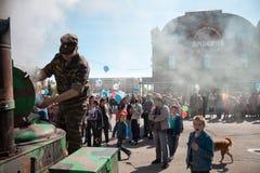 RUSIA, PENZA - 1 DE MAYO: Demostración del día de mayo Foto de archivo libre de regalías