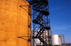 Rusia. Región de KOMI. Los tanques en campo petrolífero Fotografía de archivo libre de regalías