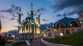 Rusia, república de Tartaristán, de Qul Sharif o de Kol Sharif en Kazán el Kremlin con la iluminación de la noche , lapso de tiem almacen de metraje de vídeo