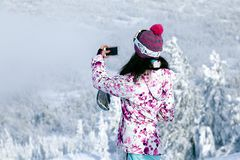 Rusia, Sheregesh 2018 11 Esquiador profesional de la muchacha 17 en s brillante fotografía de archivo