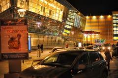 Rusia, St Petersburg, 27,01,2013 el centro comercial moderno Fotografía de archivo libre de regalías