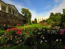 Rusia, St Petersburg, el 9 de septiembre de 2017, en la foto Cameron Gallery y thegarden delante de ella Foto de archivo libre de regalías