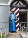 Rusia St Petersburg julio de 2016 un guardia de la cera en la entrada al museo Foto de archivo libre de regalías